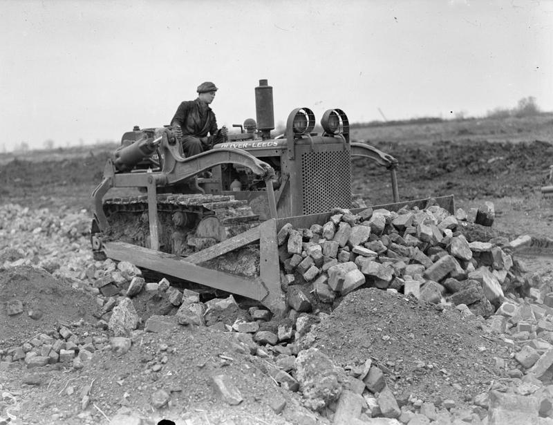 Bulldozer at Witchford © IWM CE29