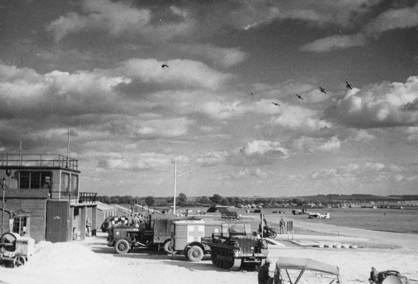 Airfield scene © AAM FRE443