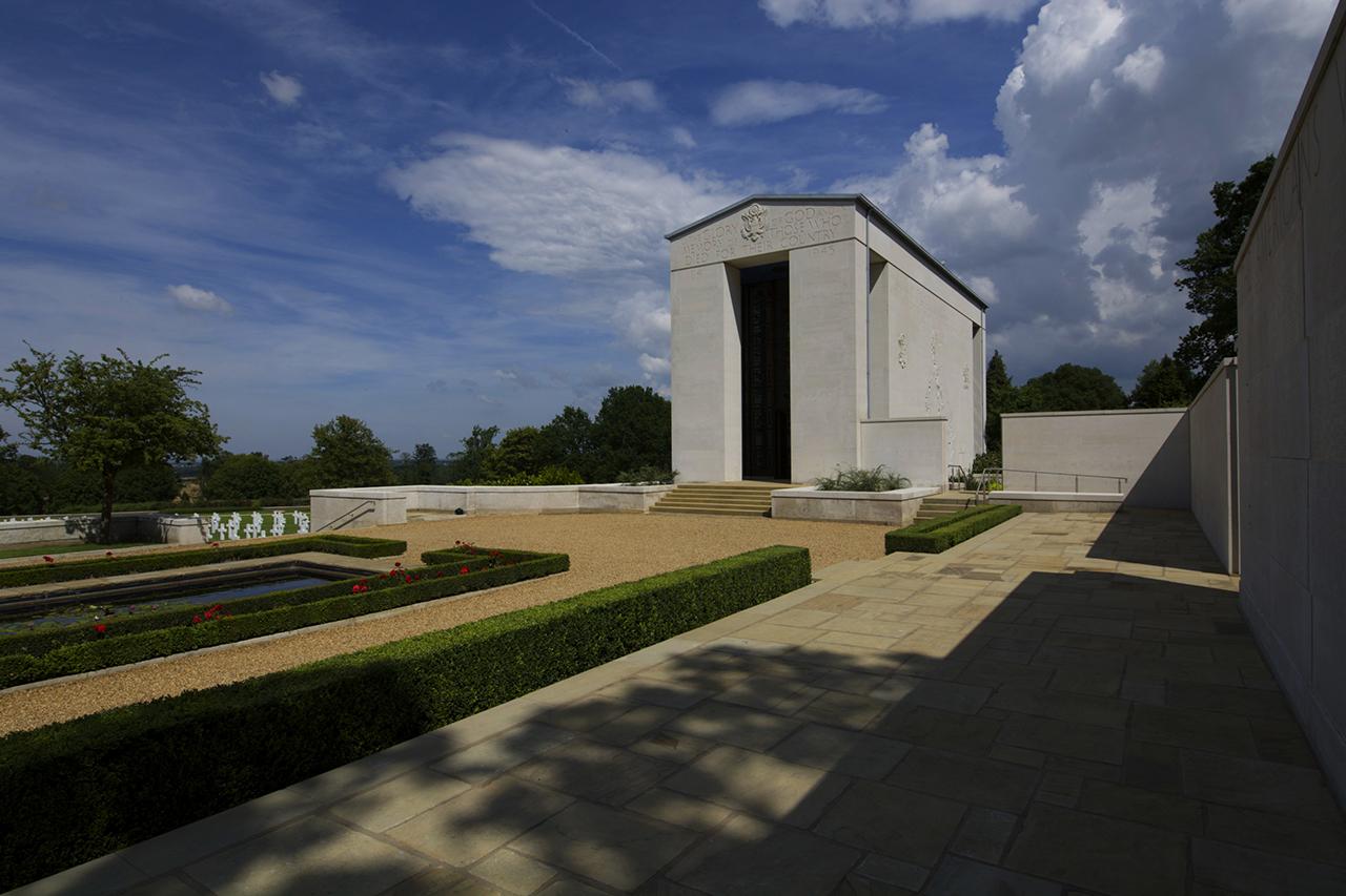 Reflecting pool, chapel & memorial wall © C Jonees