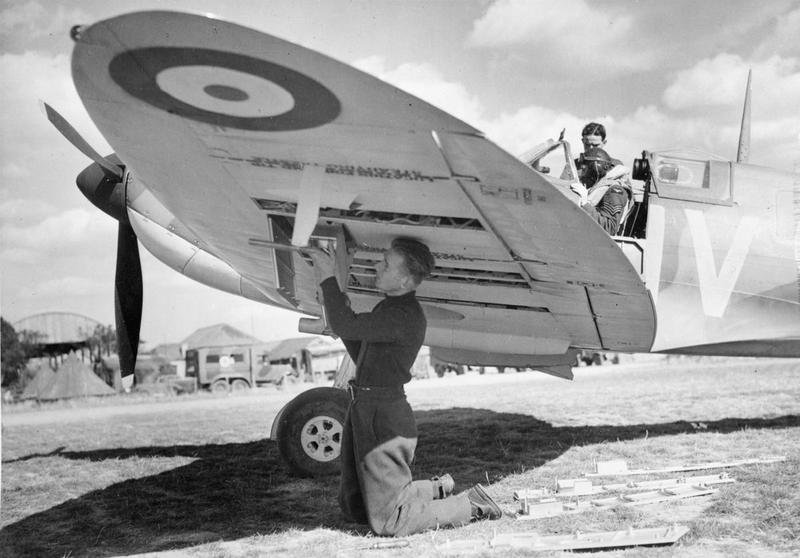 19 Squadron Spitfire being rearmed © IWM CH1458