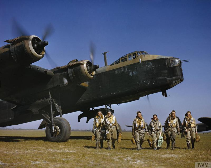 Short Stirling Mark I and aircrew © IWM TR9